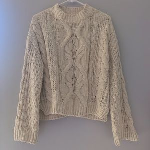 🥳H&M NWOT cream winter sweater